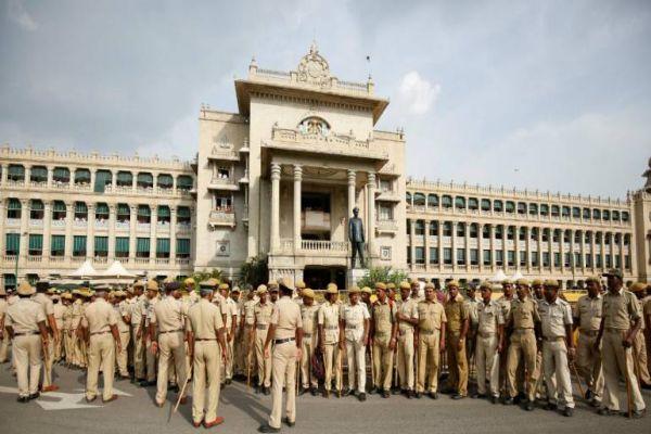 Congress 'troubleshooter' DK Shivakumar leaves for Mumbai