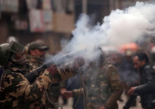 Key hospitals in Kashmir treat more than 150 tear gas, pellet injuries